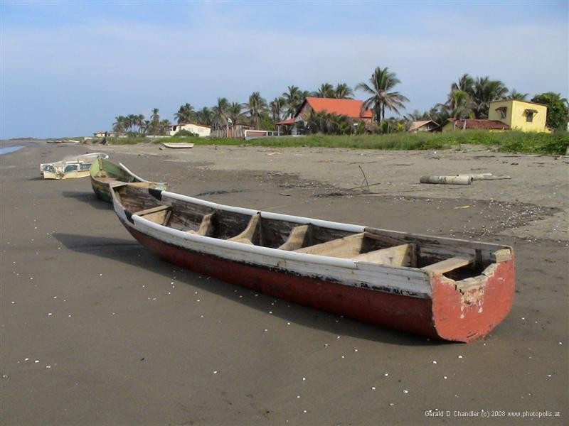 Boat on beach at Monagre