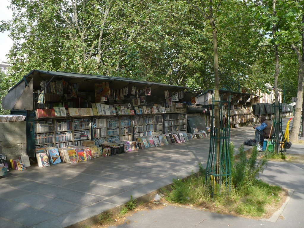 Book dealer, left bank of Seine