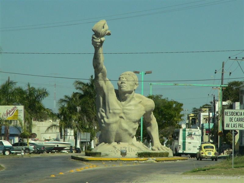 Statue at entrance to Campeche